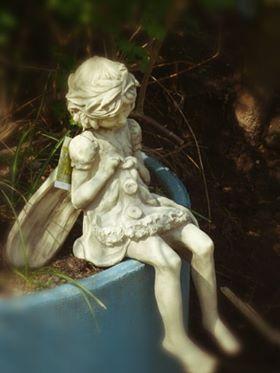 Steinguss ist eine bildhauerische Gusstechnik. Hierbei bietet uns Vidroflor seine schönsten Exemplare Antikstein-Replikat aus massivem Steinguss. Das Material ist wetterbeständig und frostsicher. Die Oberfläche ist in antikem steingrau und handpatiniert. Ausflugsziel in Ostfriesland an die Nordseeküste #offener Gartentür # Garten und Kunst de Wolff #Wenn sie ihren Garten neu anlegen, ist dies ihre Adresse. Gartenfiguren#Gartenmöbel#Kunst ihr Ziel für #sehenswürdigkeiten#freizeitaktivitäten#Touristenziele#urlaub mit Hund# nordsee# #ferienhaus#gartenundKunst#UG#deWolff#Fahrradurlaub##Gartendeko#abindenurlaub#